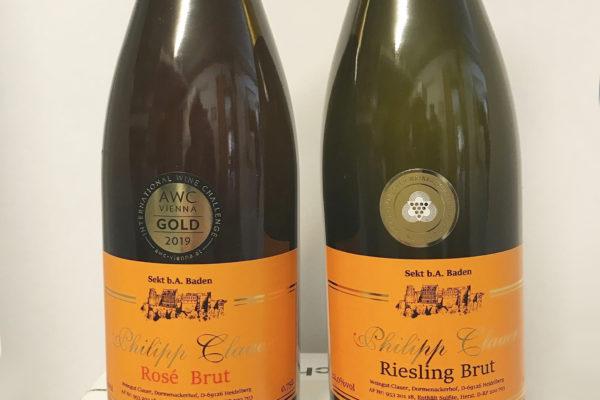 Zwei Sektflaschen von Weingut Blauer